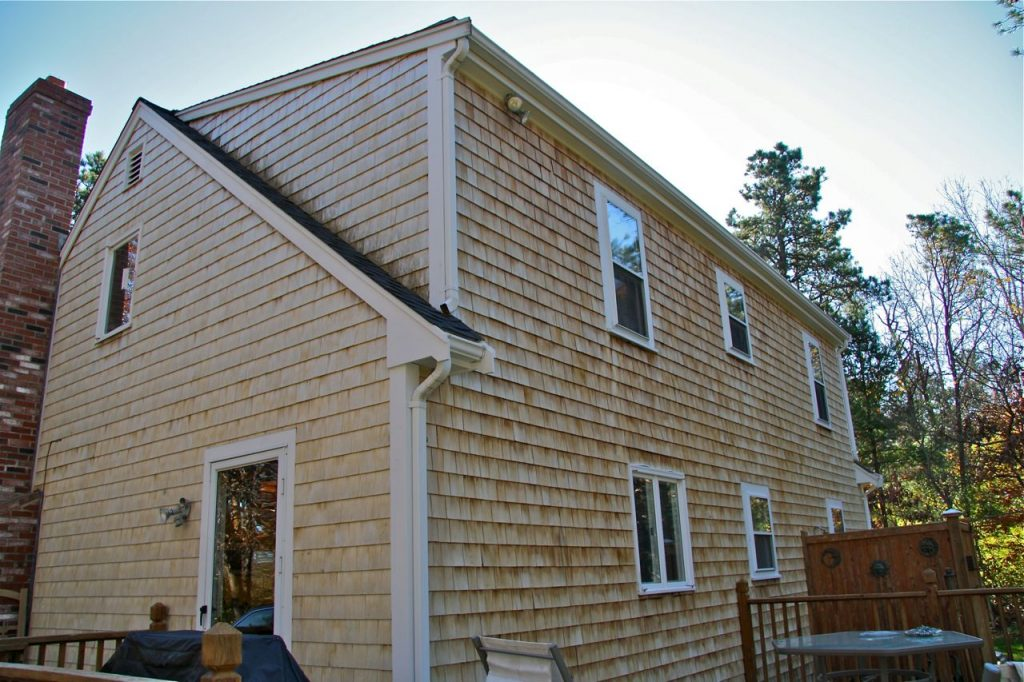 New cedar shingle siding by Handyman Hotline guys