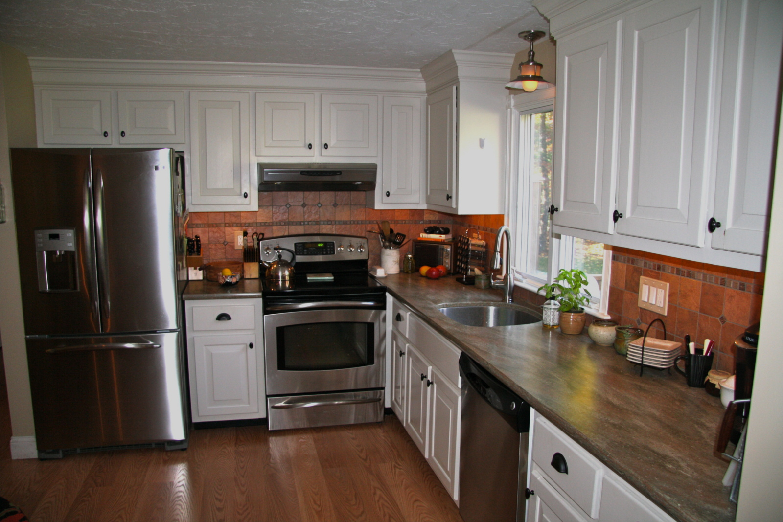 Kitchen remodeled by Handyman Hotline guys